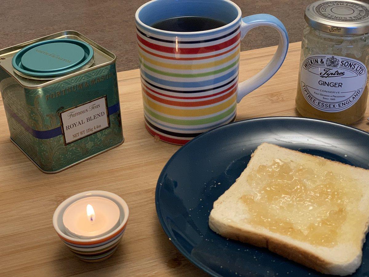 Trübes Wetter. Daher etwas Wärme und Licht, Tee und Ingwertoast. Kommt gesund und wohlbehalten durch den Tag! pic.twitter.com/46bnCyQC1U
