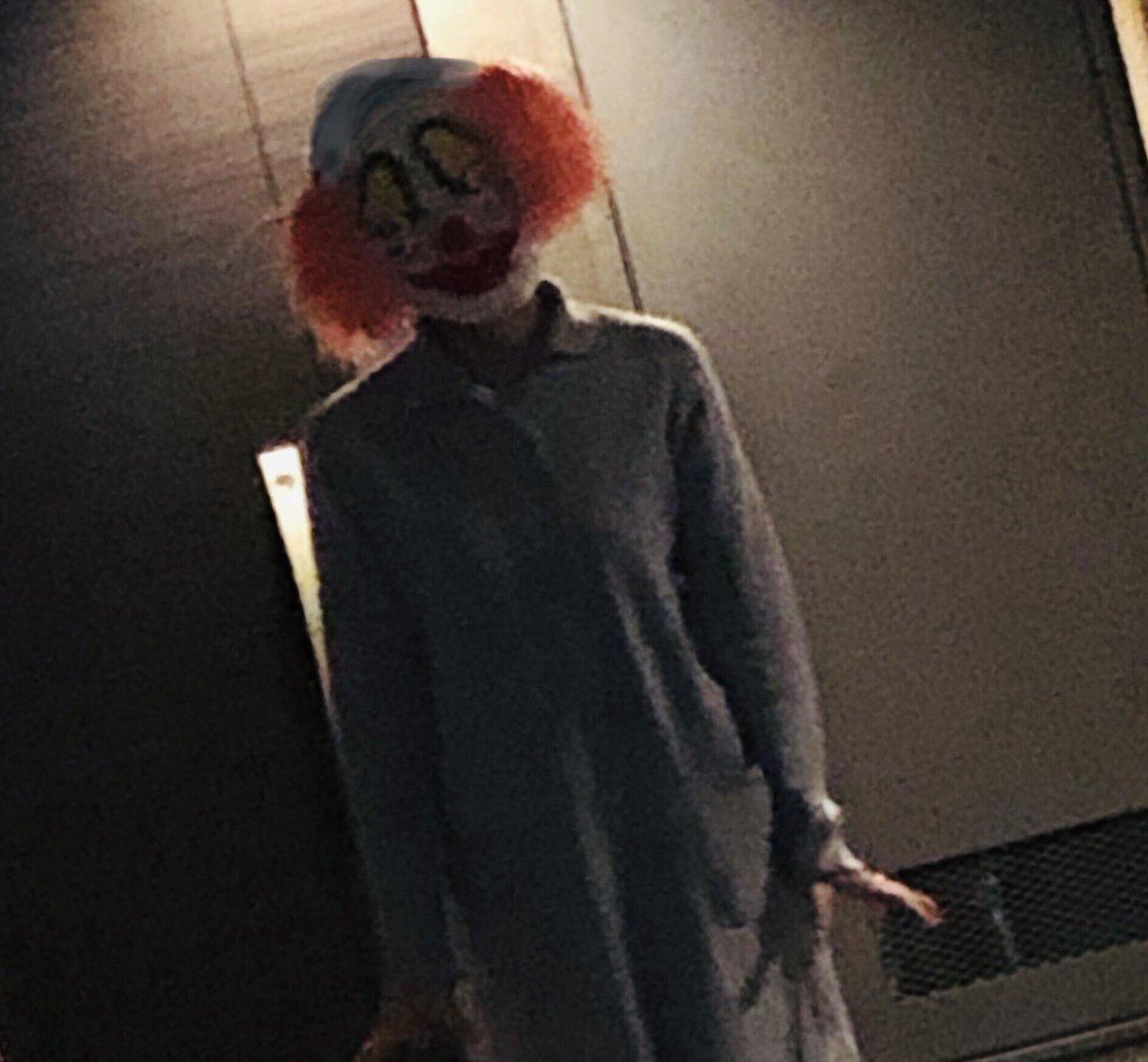 去年のハロウィンの母親の仮装なんですが、家帰ってきて廊下にこんなの立ってたら普通に死を覚悟しない?俺はしたよ。