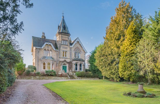 #Architecture Awesome of the Day: #Gothic #Victorian #Mansion #House 🏠 (1872) in #Wetheral #UK 🇬🇧 via @RVEstateAgents #SamaPlaces 🗺️
