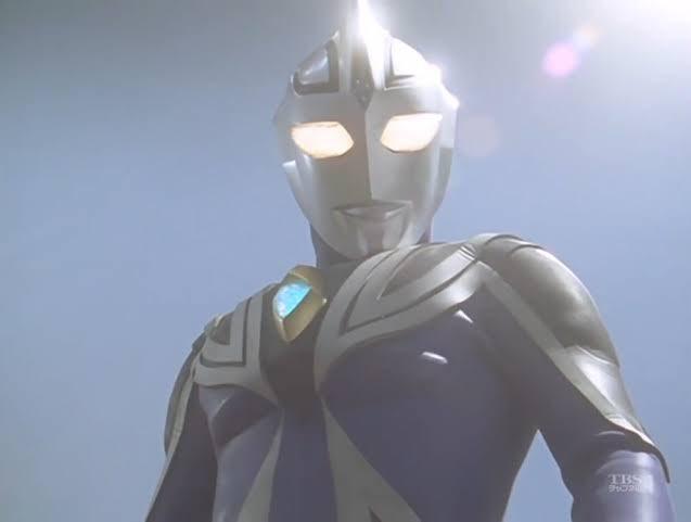 ウルトラマンアグル!ウルトラシリーズ初のダークヒーロー!特徴的な目の形と黒を使った悪っぽいクールなイメージがスタイリッシュでカッコいい!アメコミで言えばバットマン的なポジションかな!