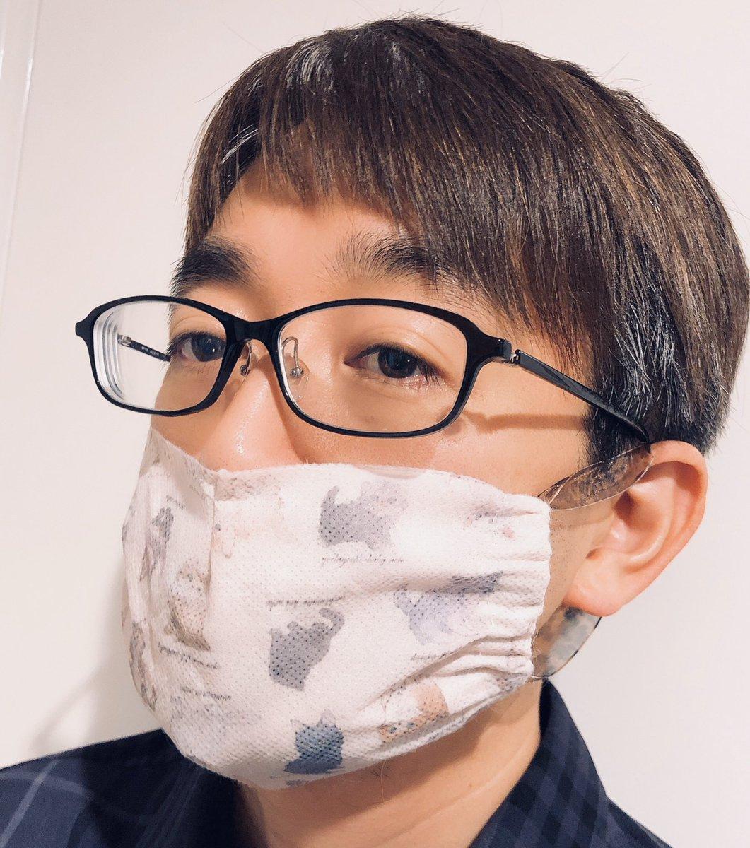 #マスク2枚 家族分マスクを増やすべく、好きなブランドの洋服が包まれてた不織布で作ってみた。#手作りマスク