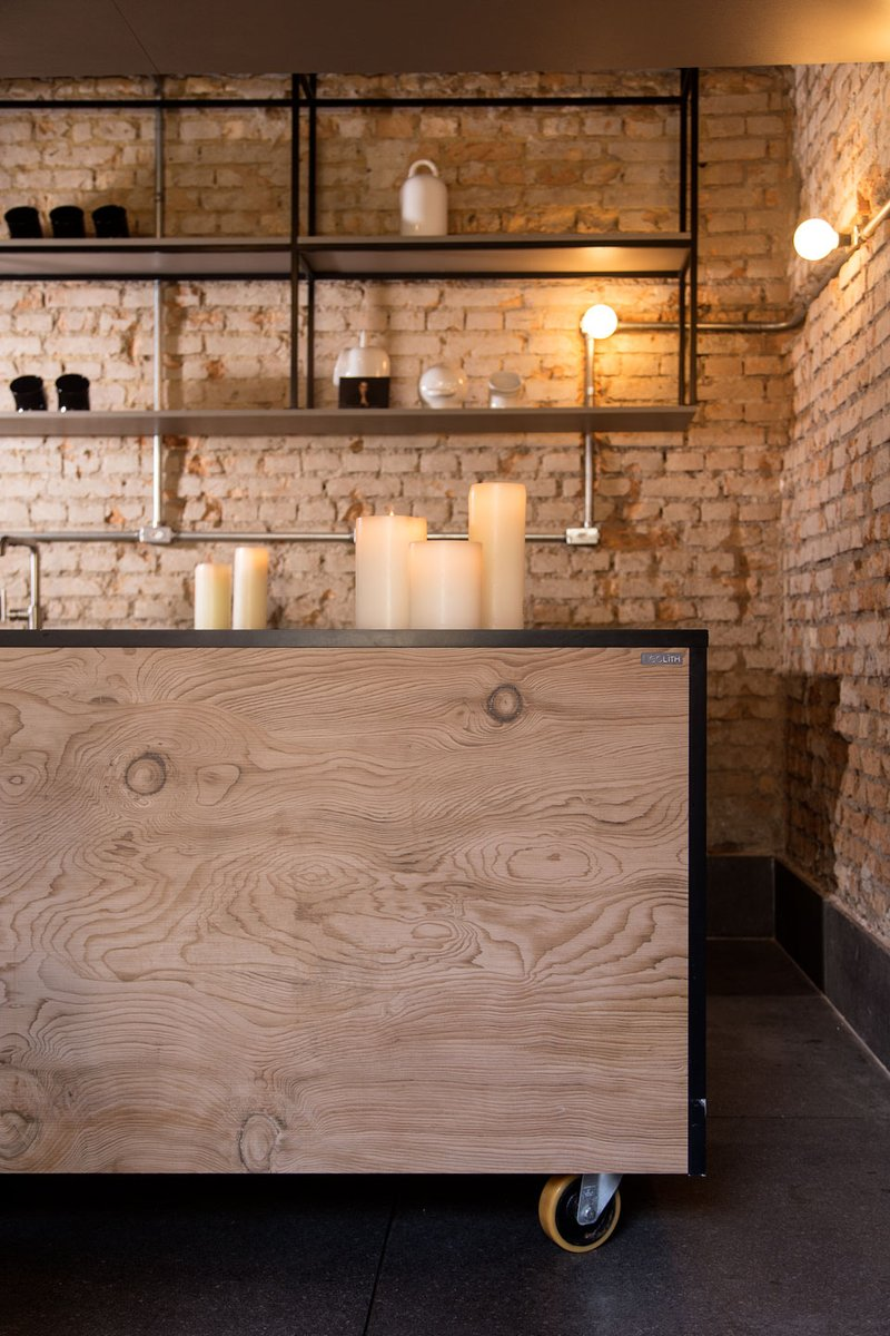 Neolith La Bohème counter panel stands out because of its robust knots and marked lines which offer movement and depth. A faithful interpretation of this noble wood for its real texture achieved with NDD (Neolith Digital Design) technology.  Contact 6396 8851 #follow #followuspic.twitter.com/DM2x0qIl76