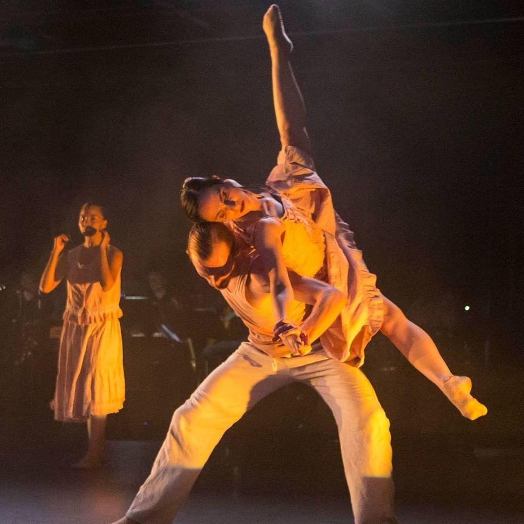 @CerquaRivera welcomes back Kristen Vasilakos! Seen here in America Catracho #2020season #ensemblemember #chidance #danzacontemporanea pic.twitter.com/ZjfxONrdYj