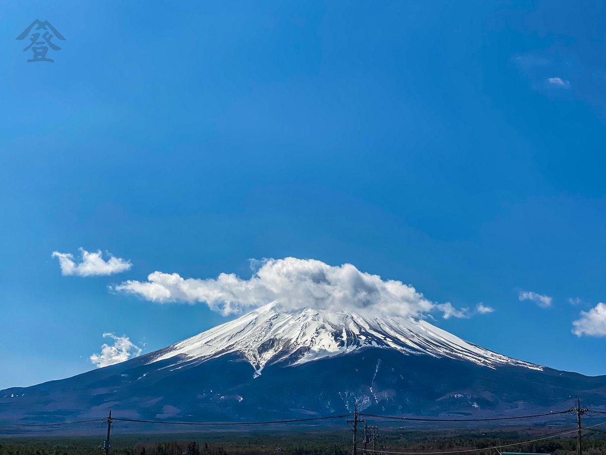 #登り坂ホテル #富士山ビューテラス より📷 本日の #富士山 です🗻 久々に良い天気で気温も あたたかく春を感じますね 4/2/2020 #shotoniphone #富士河口湖町 #山梨 #風景 #雲 #空