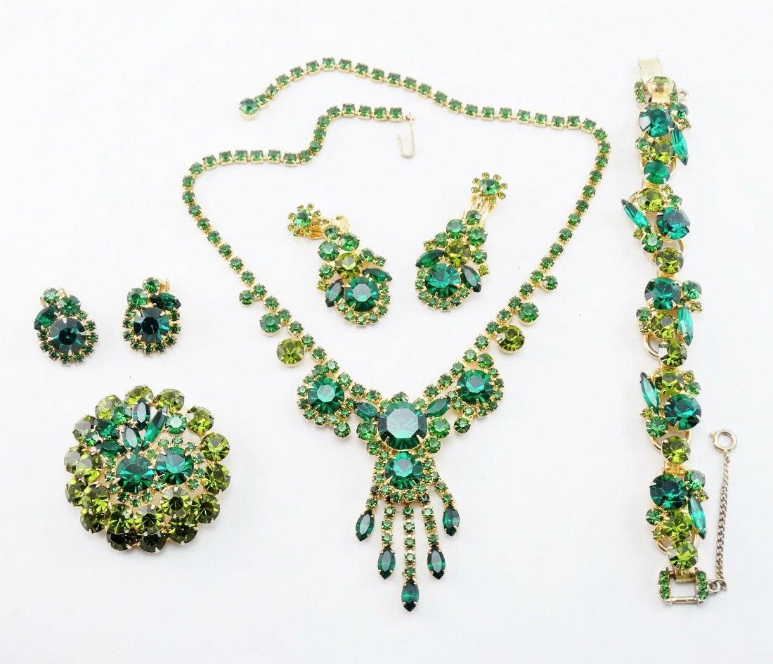 Exquisite Vintage Green D&E JULIANA Rhinestone Bib Necklace, 5 Link Bracelet, Dangle Earrings Full Parure #Juliana #vintageearrings #vintagebracelet #bibnecklace https://etsy.me/2g06L3wpic.twitter.com/oKOZby9DV1