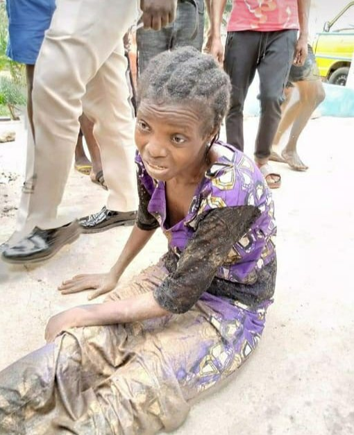 Single mother-of-three jumps into Osun River over Coronavirus lockdown (photos) http://freebiesloaded.co/single-mother-of-three-jumps-into-osun-river-over-coronavirus-lockdown-photos/ …pic.twitter.com/N8DjqXlTCE