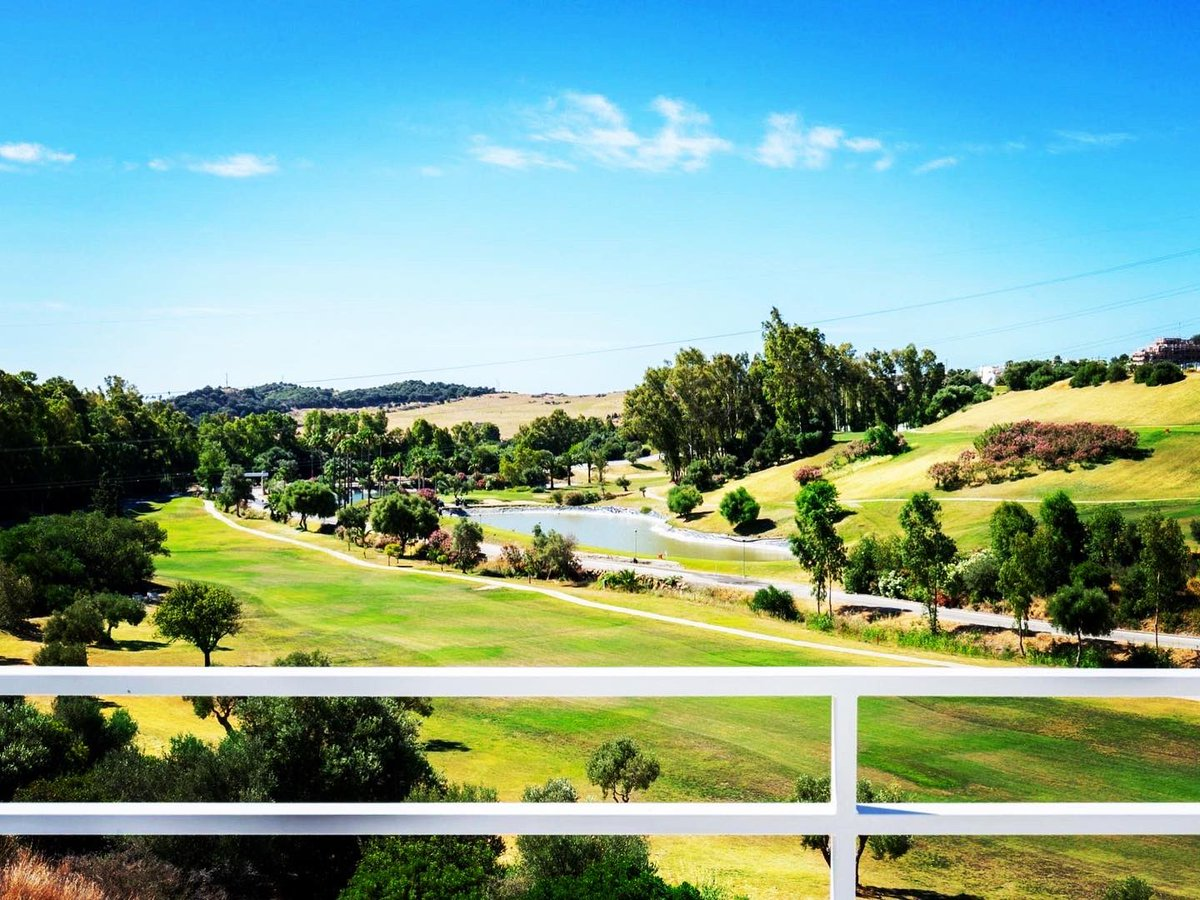 ESTEPONA TOWNHOUSES starting at 299.000 up to 320.000  #costadelsol #makelaar #seaview #realestate  #rentalproperty #realestateagent #luxuryhomes #golfing  #luxurylifestyle #beach #golfer #sun #familytime #investing #dreambig #spain #golf #family #secondhome #investors #dreamhomepic.twitter.com/LdNwth6JSK