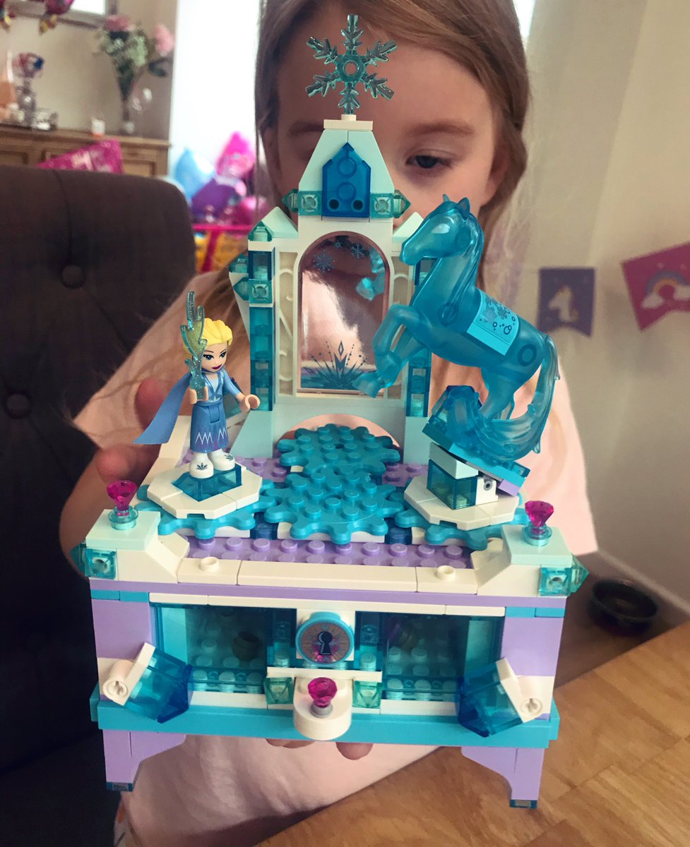 All finished!! Frozen @lego jewellery box pic.twitter.com/0GiflU3IMF