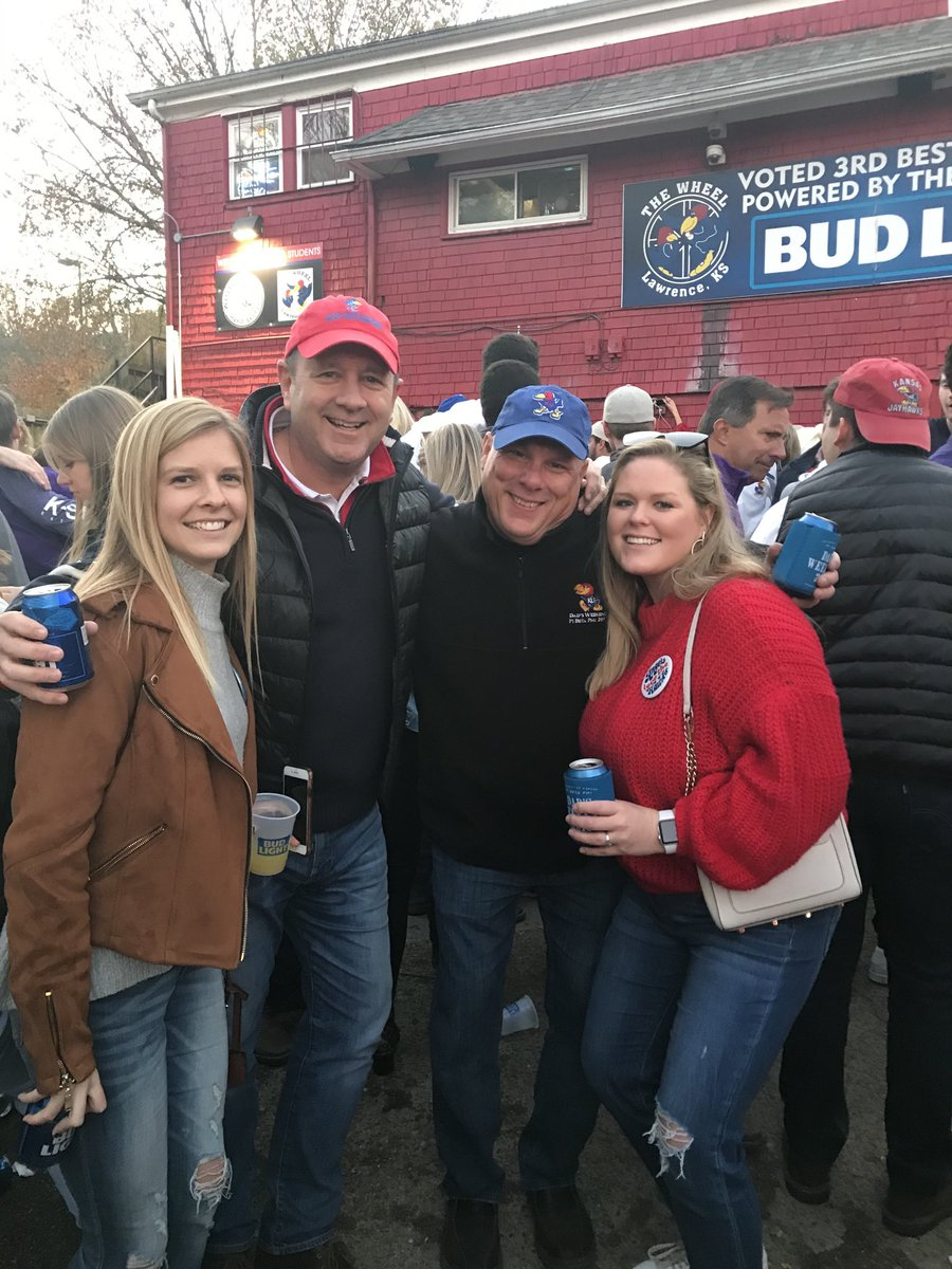 #BarstoolBestBar #BarstoolWheel    Dad's wknd w frat bro and their sr daughters from rival houses.   Everyone behaving  themselves pic.twitter.com/BpdXLAUUgh