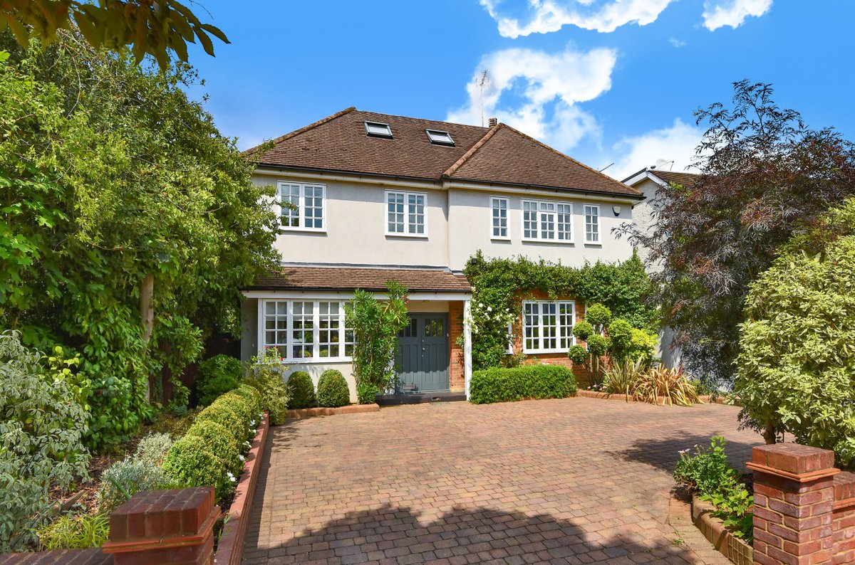 Only a short distance from outstanding local schools, this spectacular eight bedroom detached property in #EastFinchley is the ideal family home. Boasts stunning living space and a spacious garden.   #propertyforsale #N2  https://bit.ly/2Uh1hVtpic.twitter.com/D9GDngkI0b