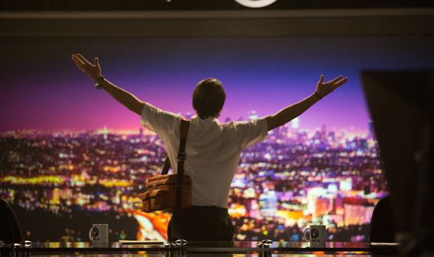 #filmoftheday Set against the backdrop of nocturnal Los Angeles, 'Nightcrawler' follows Louis Bloom – who discovers he can make money by photographing criminal activities and selling to TV news. Streaming on @NetflixUK: https://bit.ly/2R6dLhZpic.twitter.com/J8LkRJrhWk