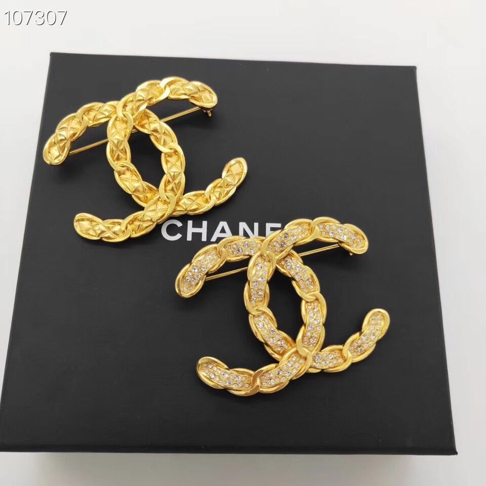 New brooch arrival  😍 Contact with me if you interested  WhatsApp +8613680065134 WeChat :  luxuryacckate  #CHANYEOL #CHANELFineJewelry #chanel #chanelvintage https://t.co/T89IJjt0Kq