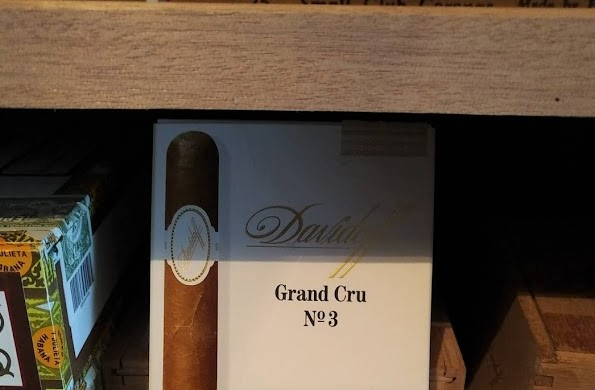 Aged Grand Cru No. 3 - currently the best smoke in my humidor, tasting of creamy brioche dough and apricots, a dream- #davidoffpic.twitter.com/otF524GaVu
