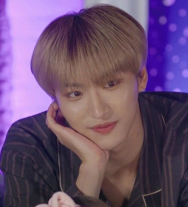 ↬ happy birthday seonghwa!!  i love you so much, i wish you all the happiness and love. you're an precious angel, please take care of yourself ♡  #봄의_빛나는별_성화야_생일축하해 #Always_Our_Star_Seonghwa #HAPPY_SEONGHWA_DAYpic.twitter.com/ubH2zJRURX