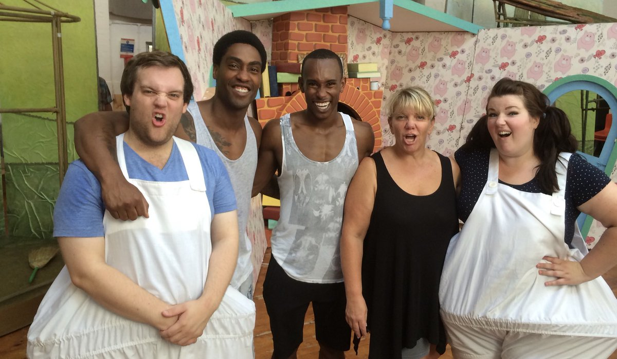 #tbt to July 2015 when I saw @DanBuckley1989 ,@simonwebbe1 , @TaofiqueFolarin , #AlisonJiear and @Leanne_Jones during rehearsals for the @StilesandDrewe musical #The3Little🐷s .