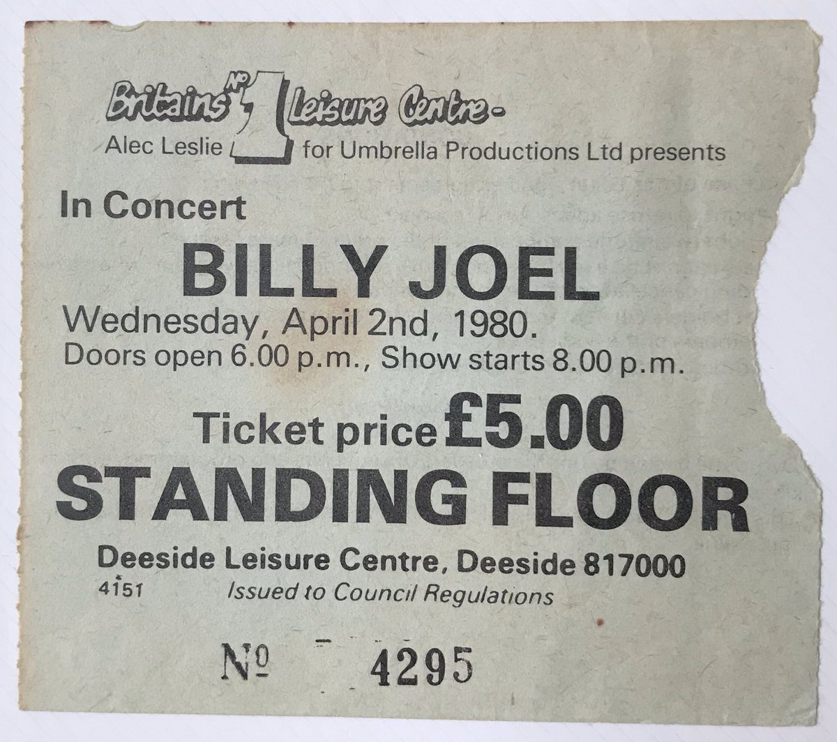 On this gig day 40 years ago!. @billyjoel at @DLC_IceRink Great night in Deeside with Billy! Fantastic show in a venue that was to host some huge acts! Cold feet as I remember! Brilliant! #billyjoel #deesideicerink #deesideleisurecentre #giggoer #gig #onthisday #concertpic.twitter.com/AUuhFjfyiS