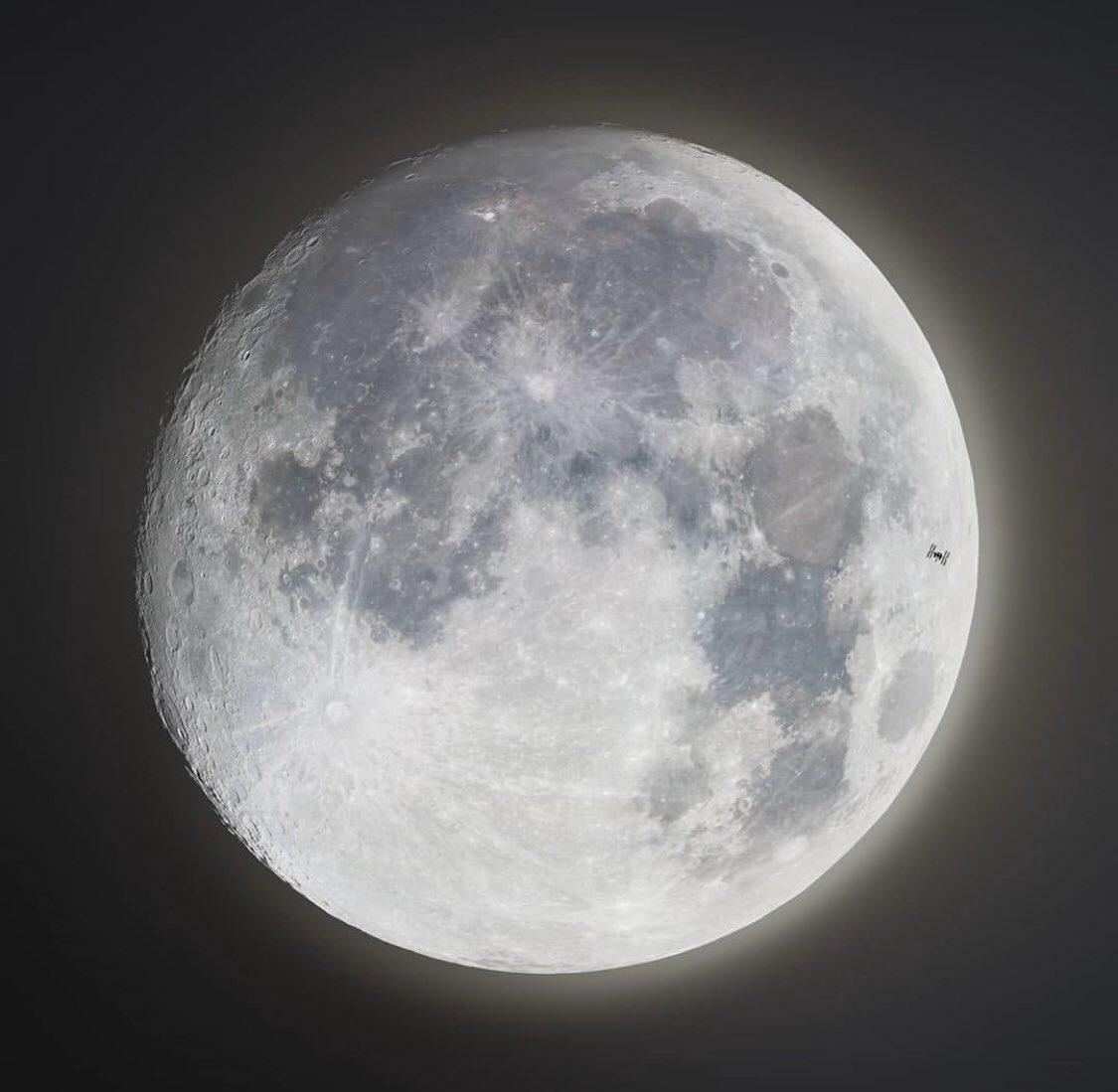 Tránsito de la Estación Espacial Internacional por la Luna 👩🚀🛰️🌕  via: cosmic_background https://t.co/ZtYX7Xb53q