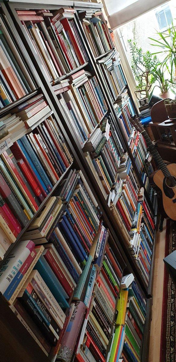 Tja... En de Zaanse boeken... #boekenwurm @DeOrkaanpic.twitter.com/NPz5qNnLTx
