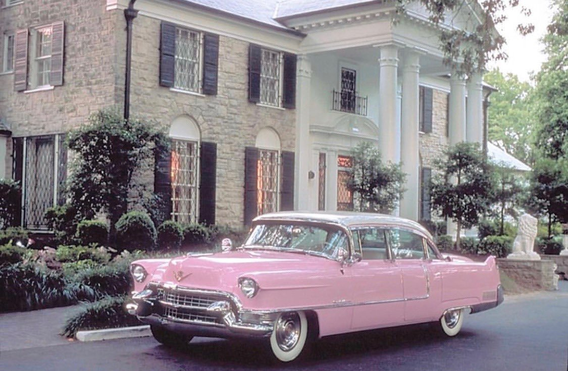 i always see trends where we talk about our dream designer bag or our dream home. let's talk about our dream car. ♡︎ '55 Chevy Bel Air in pink please <br>http://pic.twitter.com/CsuwE18AgC