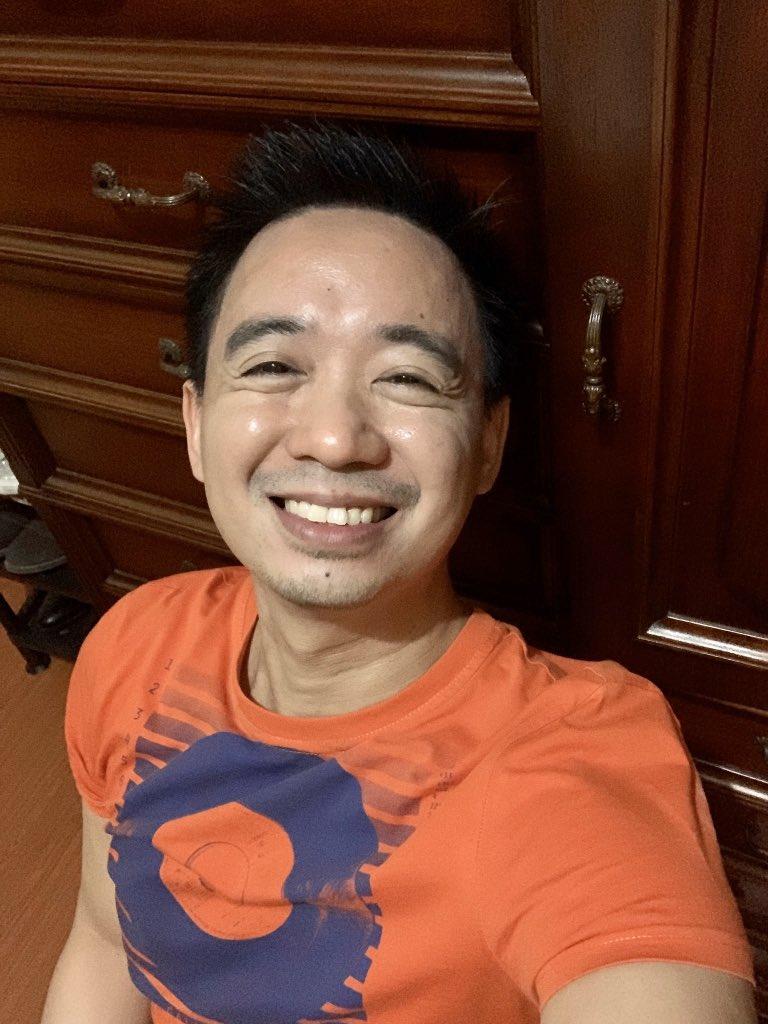 Grabe din talaga mag-produce ng langis ang mukha ko ano? 😂😂😂   #selfie #nofilter