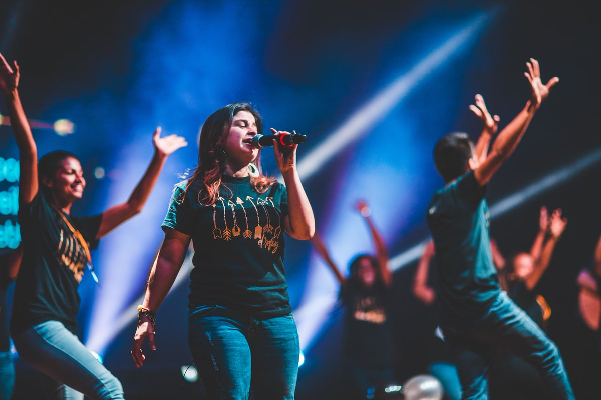 According to a study conducted by Harvard University, singing decreases stress levels and increases the functionality of our immune system as well as our hearts!   #singing #music #singer pic.twitter.com/uqNWeStfzo