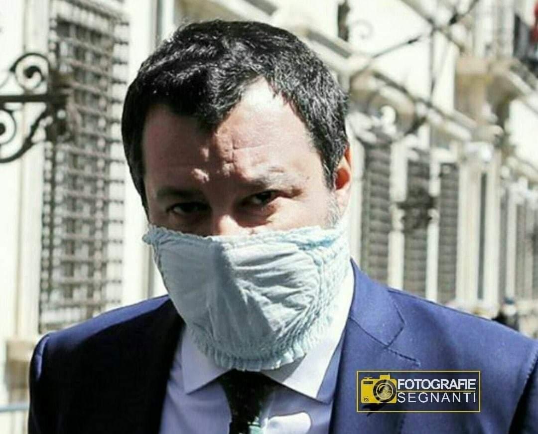 "Fotografie Segnanti on Twitter: ""Italia, 2020 Un perverso feticista annusa  delle mutandine usate. #fotografiesegnanti #2aprile #Salvini #matteosalvini  #mascherine #coronavirus #propagandalive #propagandavirus…  https://t.co/OmFIi4khh6"""