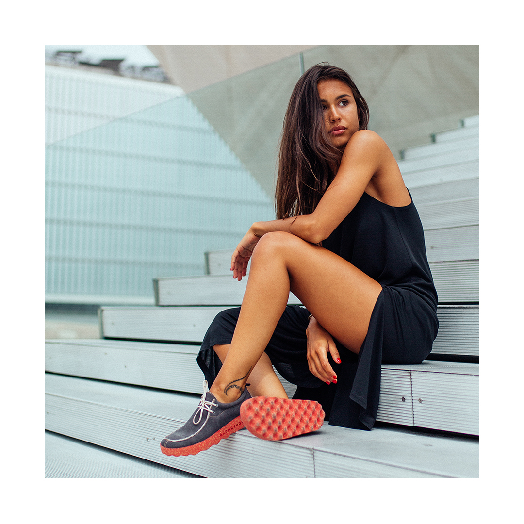 CHAT model is made with #ecofriendly materials, such as cork, natural rubber and recycled cotton, making it super comfortable and light, the perfect choice for long walks. https://bit.ly/2CR2FG6  #ecofriendlyshoes #fashionrevolution #fashion #stopclimatechange #sustainablepic.twitter.com/bBxqqPZL6v