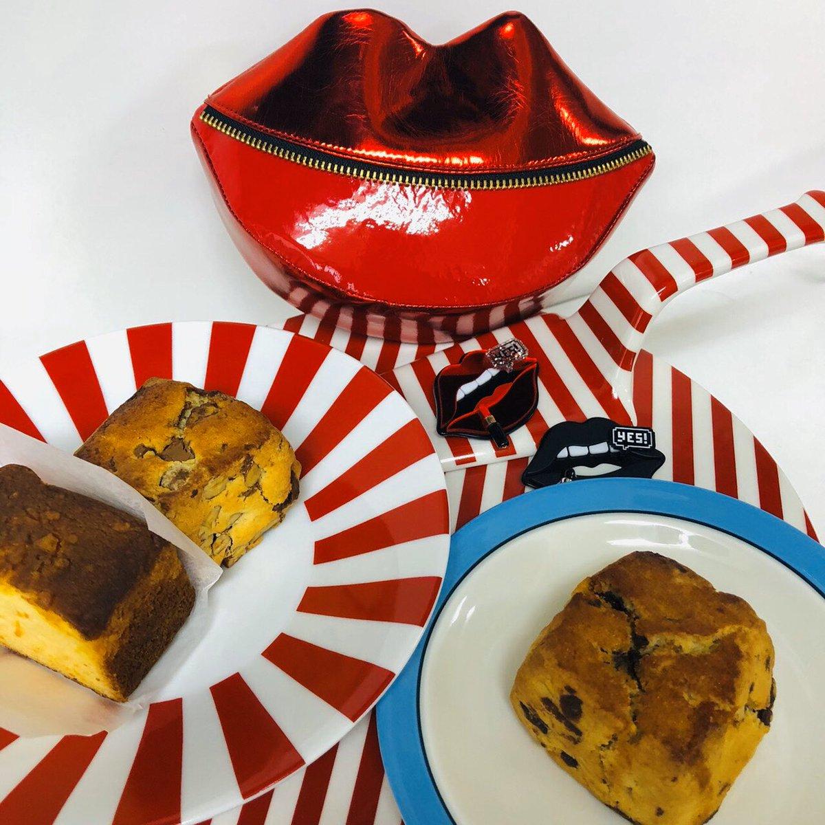 アトリエでお家カフェ 美味しいお菓子は^_^ 気分が幸せになります。 KITINのスコーンまた食べたいです。 #guriguri #raybeams #beams #beamswomen #lip #chat #brooch #KITIN #スコーン #20ss #新作 #tokyo #japan #おしゃべり #繋がる #お家カフェpic.twitter.com/BfjGVwLGGs
