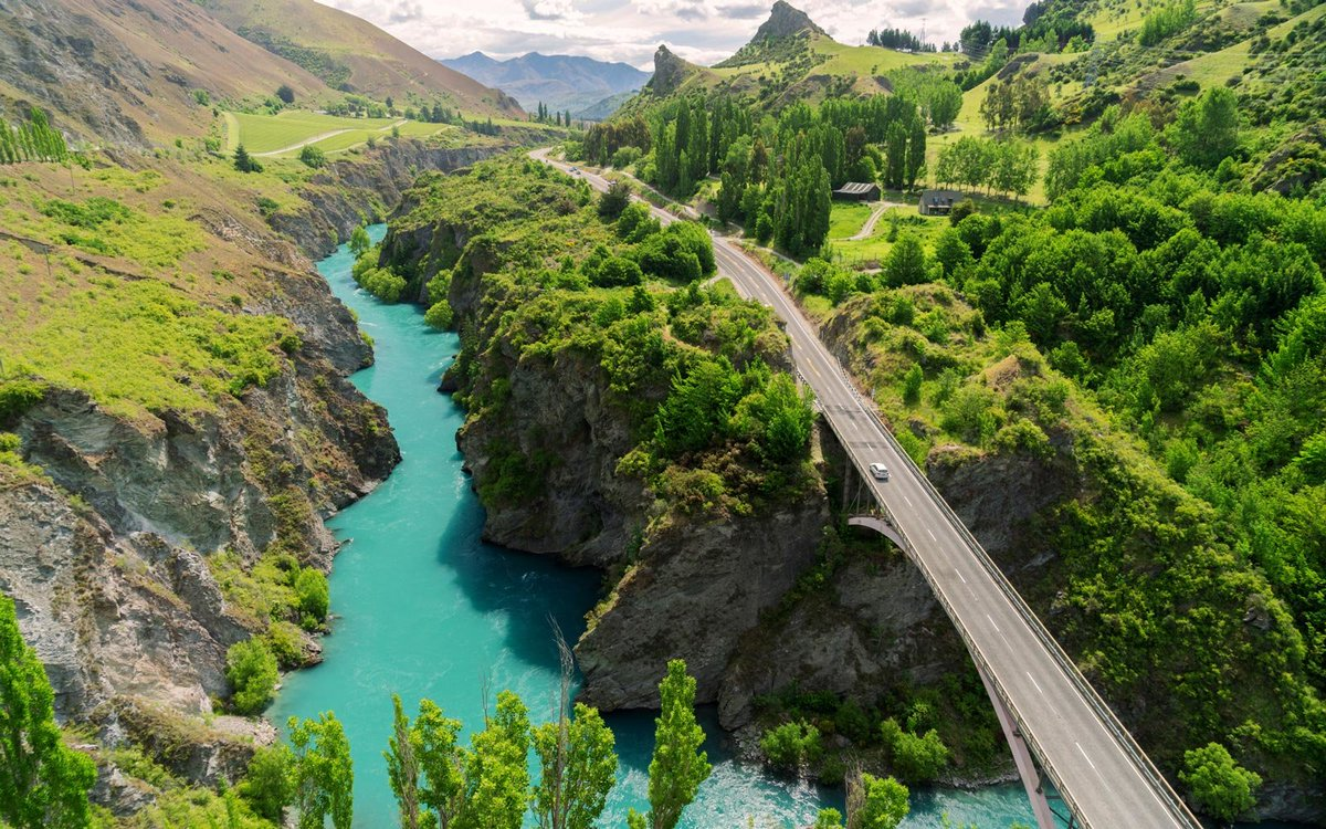 Looking for #adventure? You'll find plenty of it on this New Zealand road trip itinerary. #traveler  http://cpix.me/a/94810383   #lovewhereyoulive #StSimonsIsland #SeaIsland #WeAreLocal #WeAreGlobalpic.twitter.com/eqqyUqBSJB