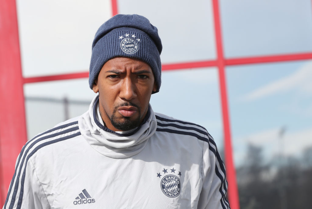 Bayern Munich have fined Jerome Boateng after he broke government lockdown rules by leaving Munich to visit his ill son. In full: bbc.in/2xEEtYn