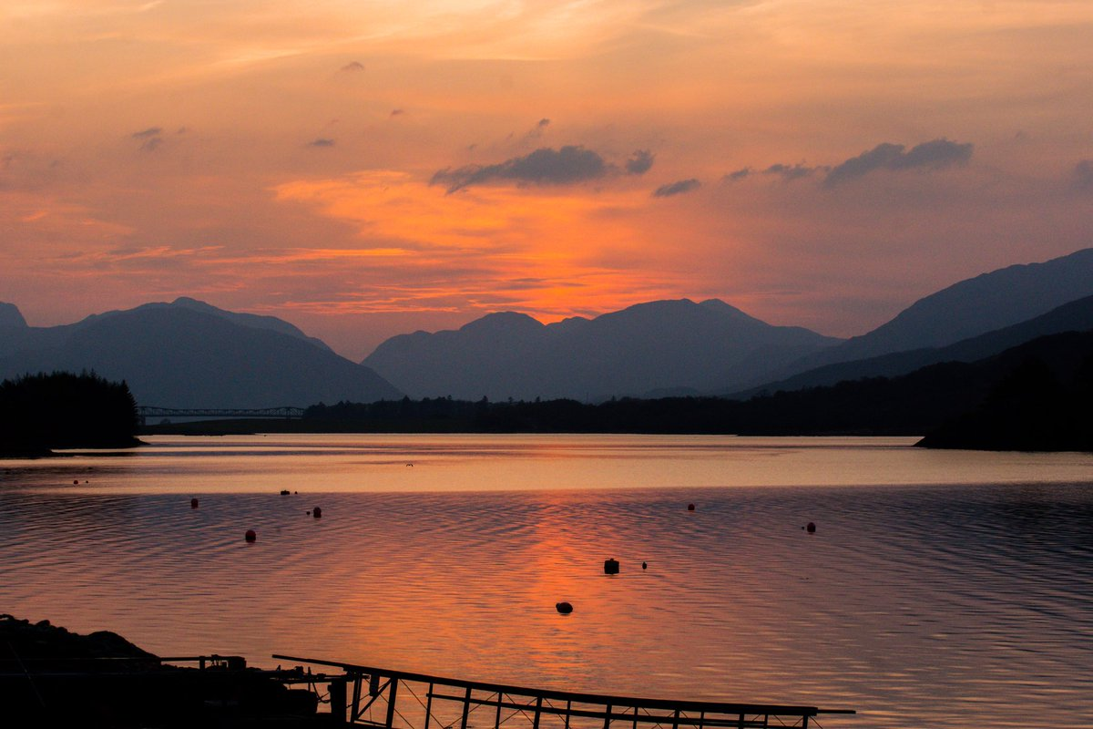 Today's image is from this time last year, taken from Glencoe looking towards the Ballachulish bridge.@VisitScotland @ThePhotoHour @LensAreLive @StormHour @FotoRshot @BacklightWorld #sunset #ScotlandIsNow #StayHomeSaveLives #photooftheday #ThursdayThoughtspic.twitter.com/tBKGRUS3cL