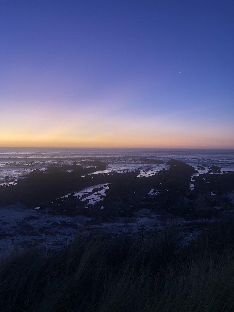 Tonight's sunset in #melkbosstrand  #ocean #sea #sunset #beach #beachlife #endoftheday #nature #worldsonbeauty #capetownpic.twitter.com/USj7pczb8u