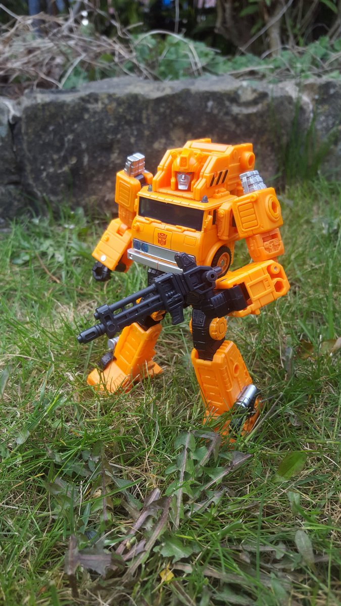 Grapple ready to battle in the grass #transformers #photo #photography pic.twitter.com/Z0qyoXx6rw