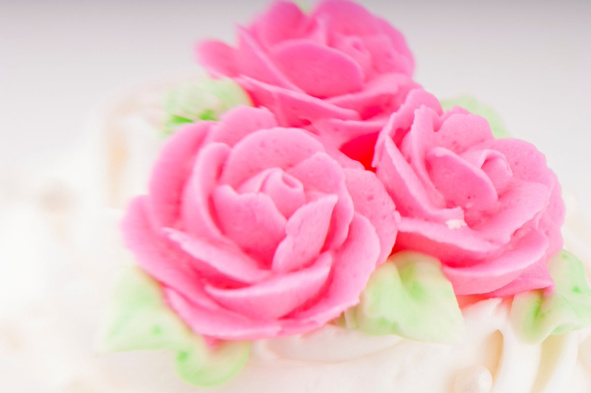 There's something about #cakedecorating that makes our hearts happy#flower https://buff.ly/2MCt0vE pic.twitter.com/RDR4fFRno1