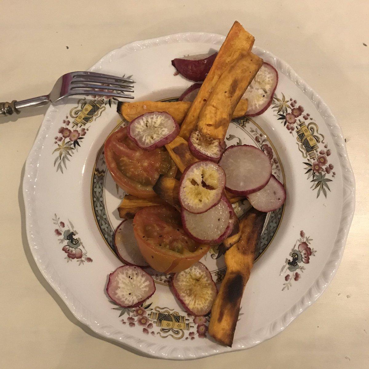Ni para mis comidas de thanksgiving había encontrado sweet potatoes en Bogotá. Casi lloro cuando me llegó este mercado. Pidan sus frutas y verduras en Frubana. pic.twitter.com/IOgPIMSJor