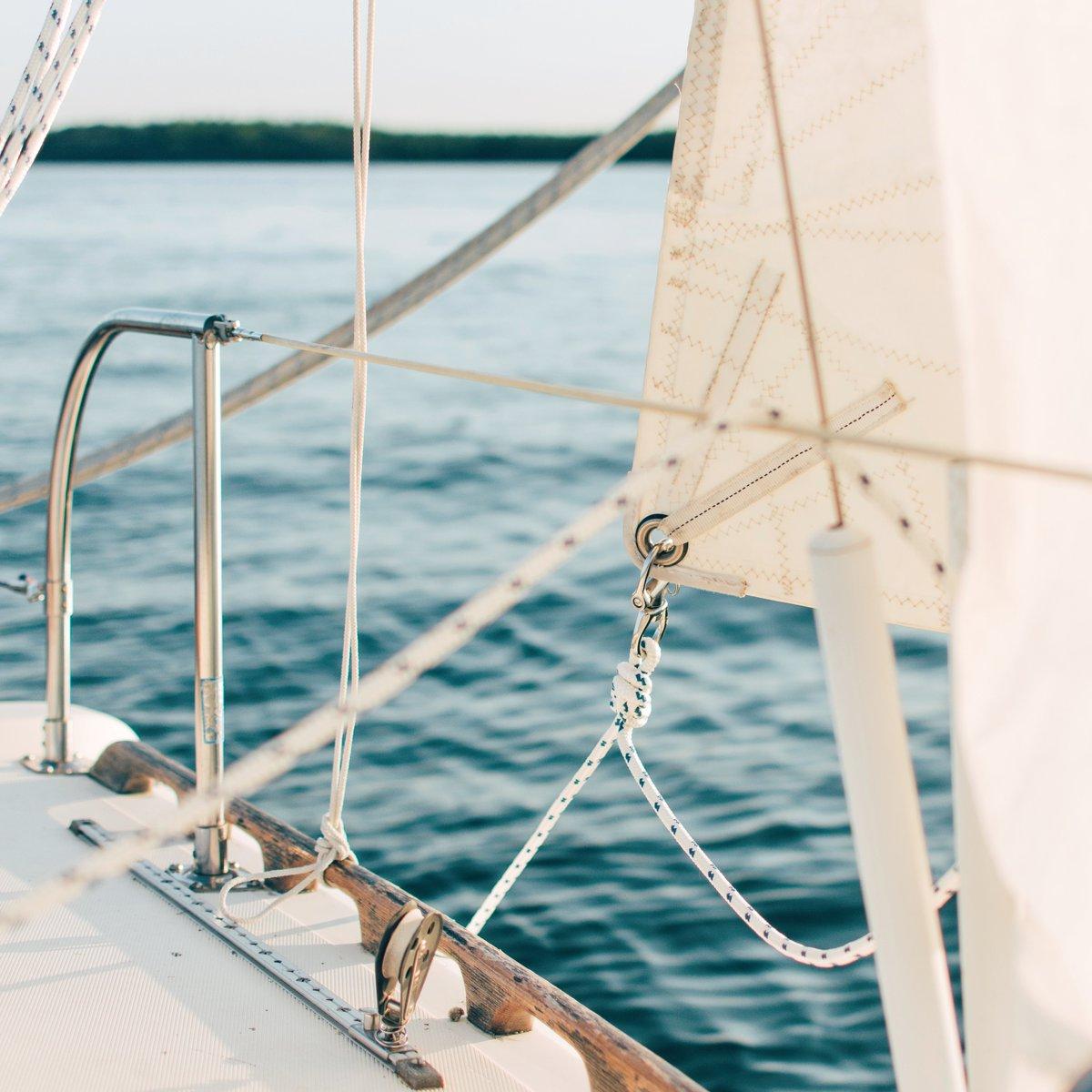 Krassen voorkomen aan je boot van schurende fenders middels onze Fenderfolie! Meer informatie over ons product via de link in de bio! #zeilen #varen #zomer #zwemmen #summer #picoftheday #captain, #motorboot #zeilboot #sloep #jacht #fenderfolie