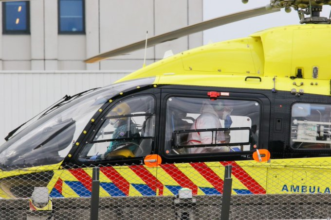 Lifeliner 5 brengt Coronapatient naar EMC https://t.co/bOhDSkL3fr https://t.co/xCsYH1WI0w