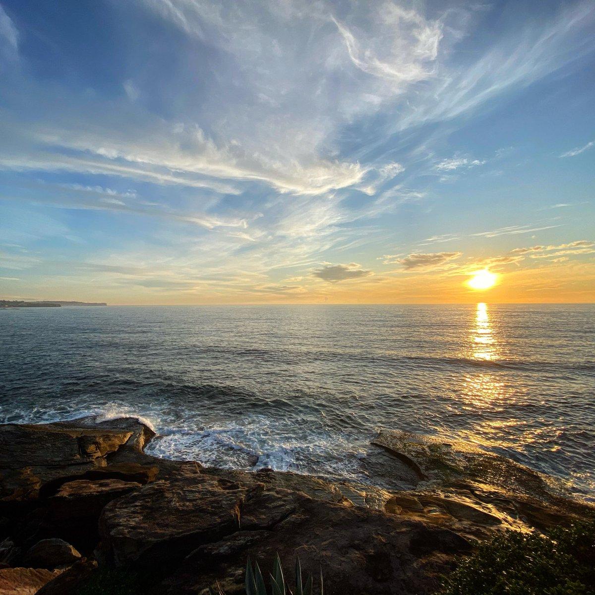 Whispy Friday. #sydney #coastpic.twitter.com/GmfJ7pDiTx