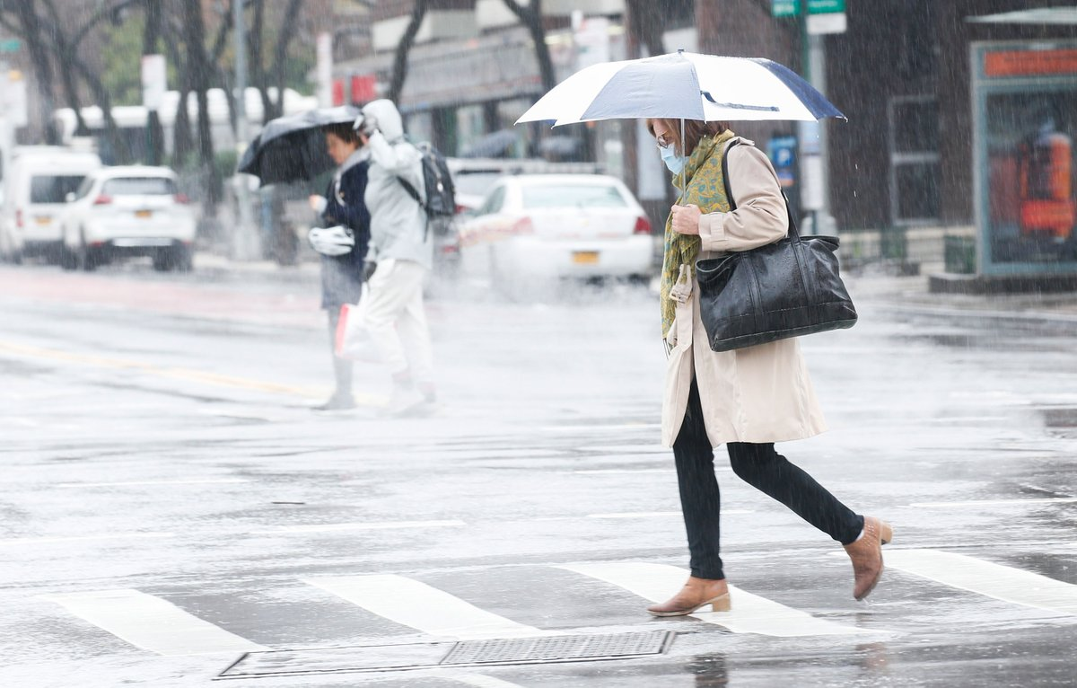 New Yorkers are now advised to wear a face covering when outside and near other people, New York City Mayor Bill de Blasio says  https://cnn.it/39CEhWN