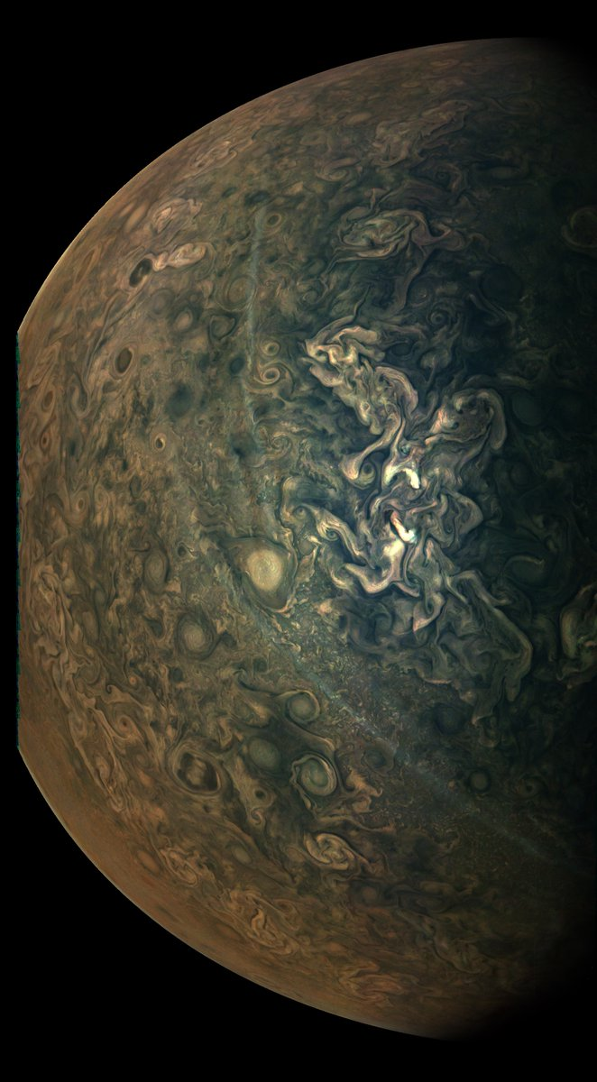 The intriguing streaks in this recent view of Jupiter are hazes floating above the planet's cloud tops. Scientists don't know exactly how they form, at least not yet. Learn more: https://t.co/lh0GuYWc7d 📸 Image processed by Gerald Eichstädt https://t.co/WqG8GnIfqg