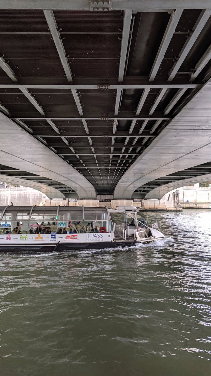 2019-10 Paris trip: Next up on my walk along the #Seine river was the Pont de l'Alma or Alma #bridge. It's named after the Battle of Alma during the Crimean War.  The Flame of #Liberty at the bridge's North end has become an unofficial memorial to Diana, #Princess of Wales.pic.twitter.com/Db9bZ4YXc1