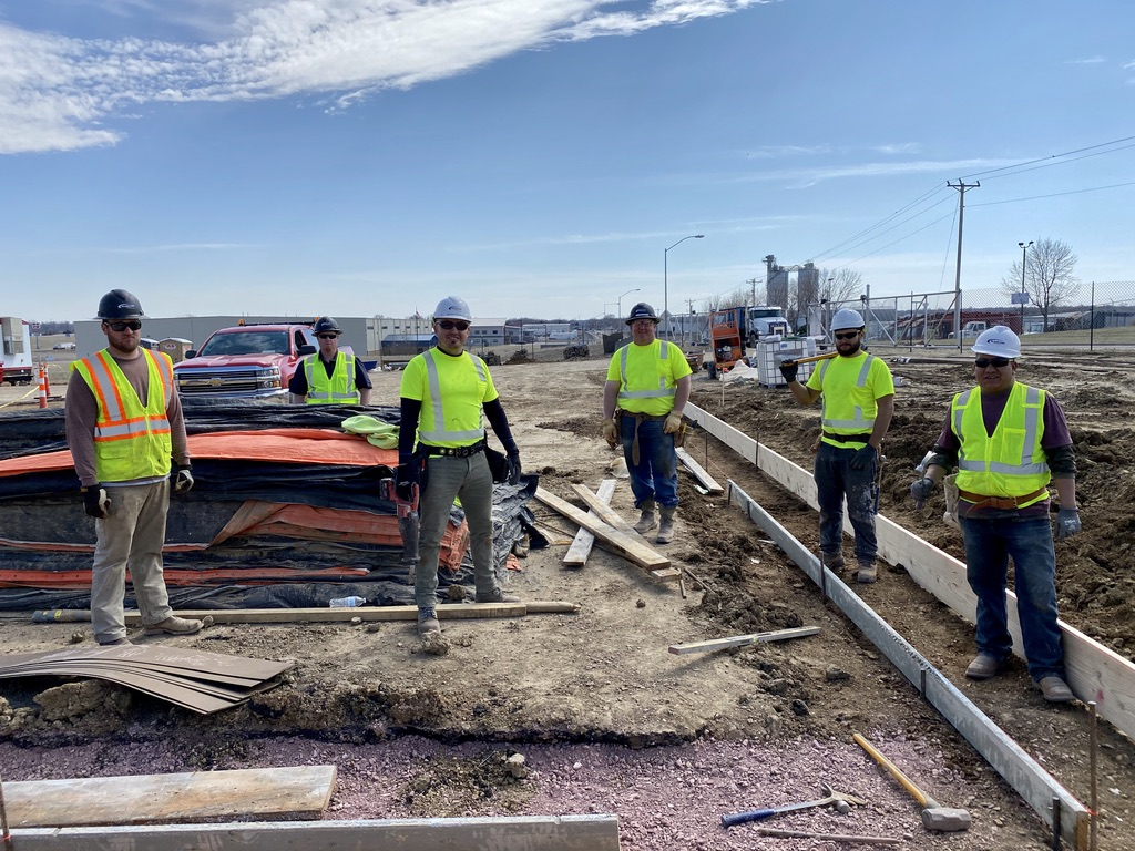 Black-Top Paving kicked off the season with their first concrete pour this week! This team is used to give high fives and handshakes, but are practicing social distancing at this time.  https://journeyconstruction.com/divisions/black-top-paving… #PaveWithBlackTop #JourneyGroup #BuildingCommunity #StartYourJourneypic.twitter.com/mVGI2s9vSZ