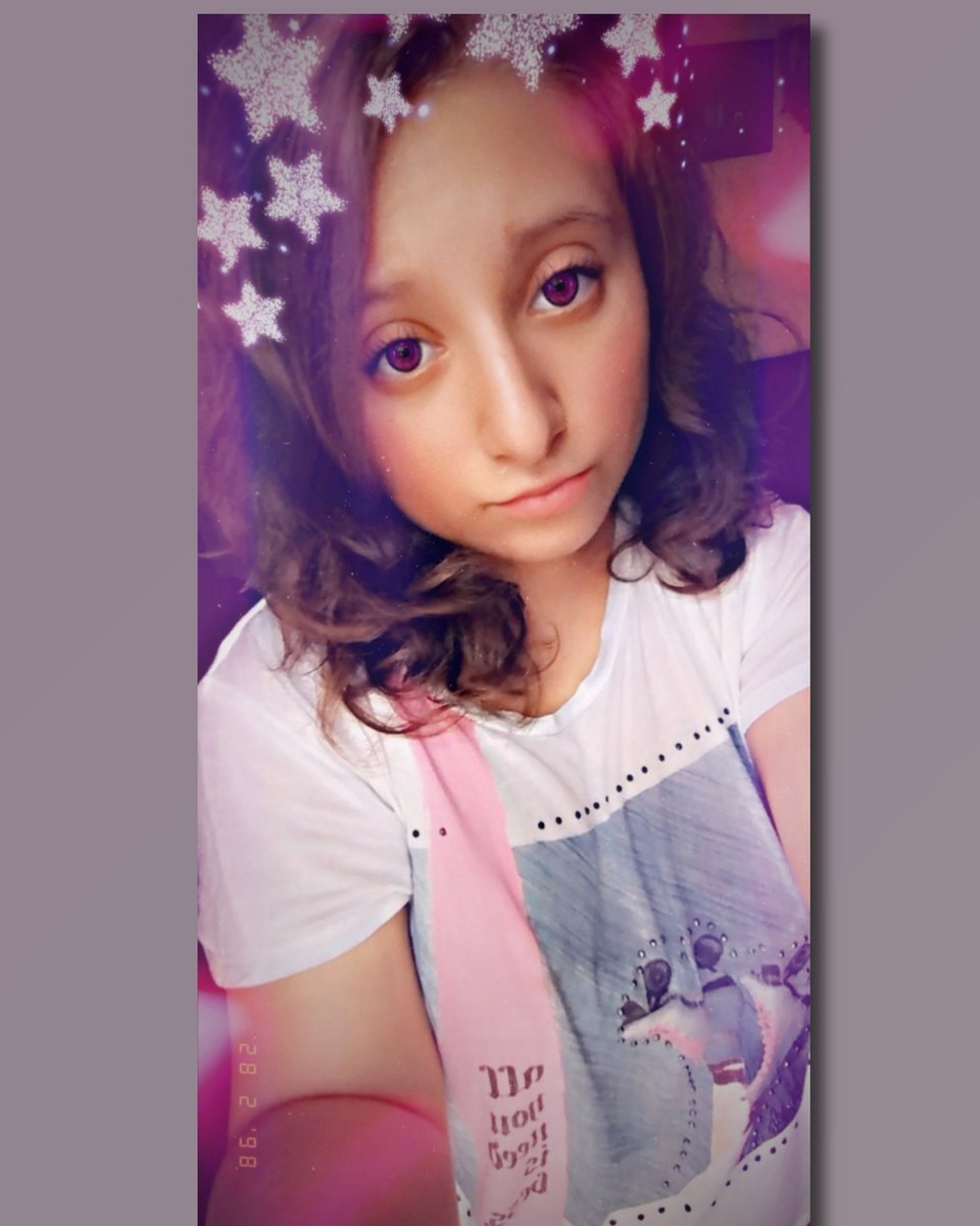 "❁""Mi❁  ❁vida❁  ❁no❁  ❁es❁  ❁perfecta,❁  ❁pero❁  ❁tiene❁  ❁momentos❁  ❁maravillosos""🕳🖤❁ #hermosa #stars #glitter #myeyes #pink #skates #white #lights #vintage #date #cool #cute #sweet #dream #LikeForLikes"