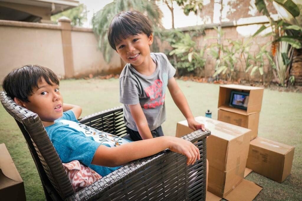 """""""TV"""" 📺 al aire libre... 📦💡verdaderamente que la creatividad de los niños no tiene límites. . #AleYu #BetoYu #quedateencasa . . . . . . . . . . . . . . . . . . #love #TFLers #tweegram #photooftheday #20likes #amazing #smile #like4like #look #instalike…"""