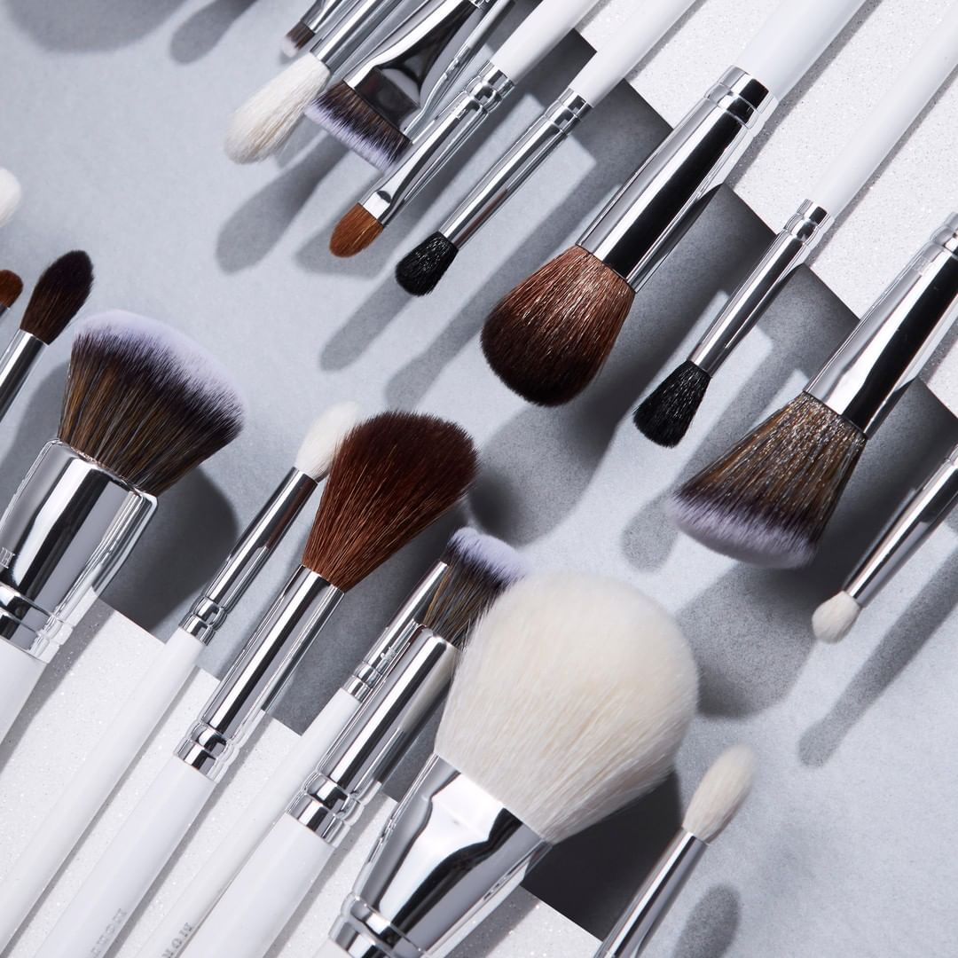 """HOT DEAL 60% OFF Morphe X individual brushes on http://morphe.com w/ code """"BLENDAWAY""""!   Now's your chance to save on game-changing brushes from @Jaclynhill!   #morphe #blendtherules #jaclynhill #morphexjaclynhill #morphebrushespic.twitter.com/zDWcnrZyc6"""