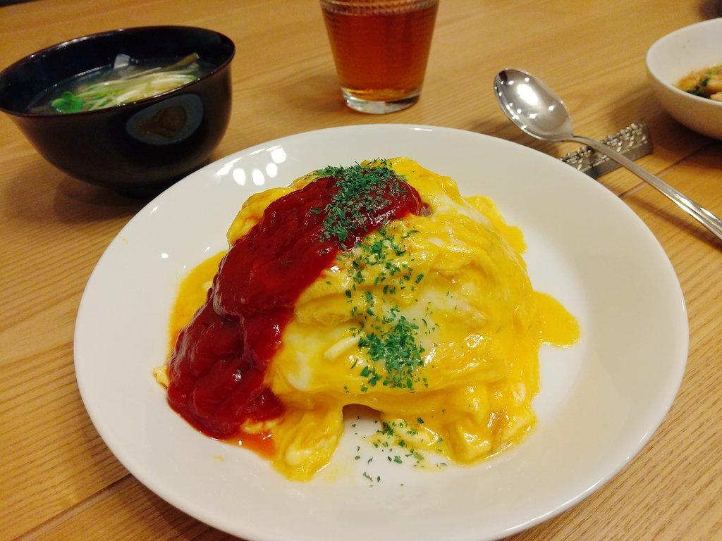 昨日の夜はオムライス。お弁当もオムライス(+味噌汁)。今夜の夕飯もオムライス。#すいれぽ*簡単ふわふわ*褒められオムライス by kanap0m