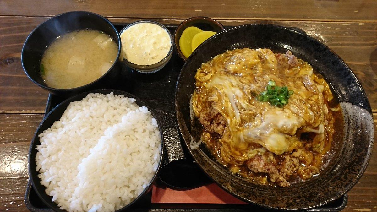 本日のお昼ご飯。ポミエでからあげ丼をセパレートでそこにタルタルソースもトッピング。