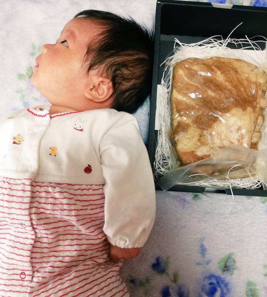 左から順に、一ヶ月半の乳児、クラシルストアで買えるスペアリブ(¥3,260-)