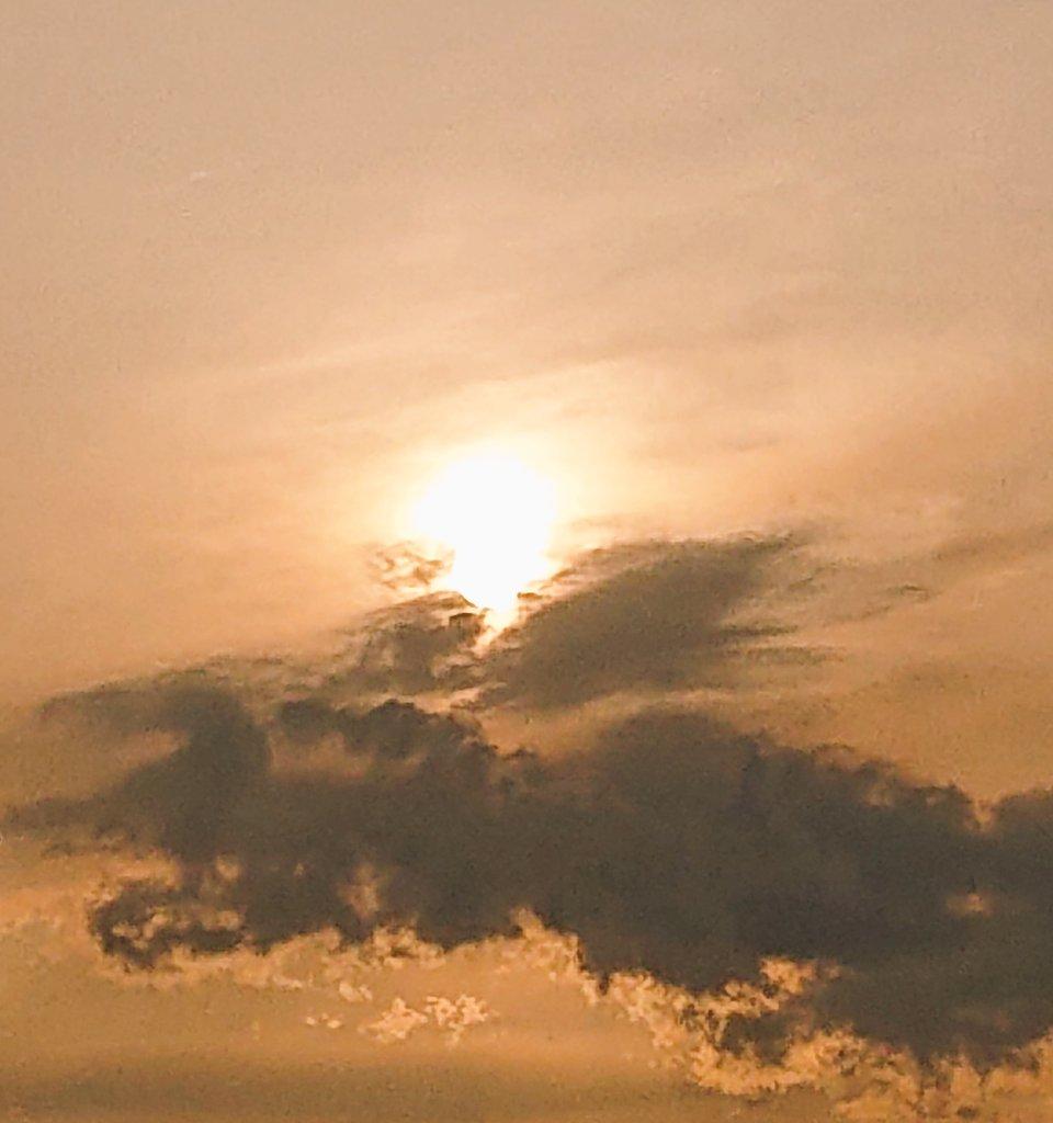 お疲れさまでした🍻食料買い込み隠ります🍎ガーゼがあるので、ミシンで自作しますよ🥰👍 #イマソラ #アベノマスク #写真が好きな人と繋がりたい #布マスク要らない #さくら #sunset #SunsetCellars #NationalDoctorsDay #mountainbike #Baltistan #travel