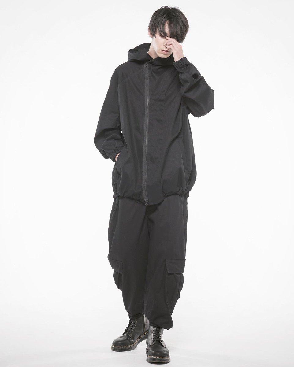 【Newarrival】 ◇20/Cotton Twill Washer ★Diagonal Zip Shell Jacket ★Wide Cargo Pants 待望綿素材w前的に斜めに走るジップツバ付きフードにワイドカーゴパンツ #theshopyohjiyamamoto#yohjiyamamoto #yohjiyamamotopourhomme  #ys#groundy#limifeu#y3#syte #ヨウジヤマモト#山本耀司##sensepic.twitter.com/bgGjJ6KqzQ